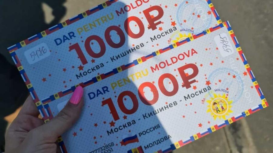 """VIDEO Minori, filmați în timp ce împart vouchere la Moscova! Cine-i implicat în schema de """"binefacere""""?"""