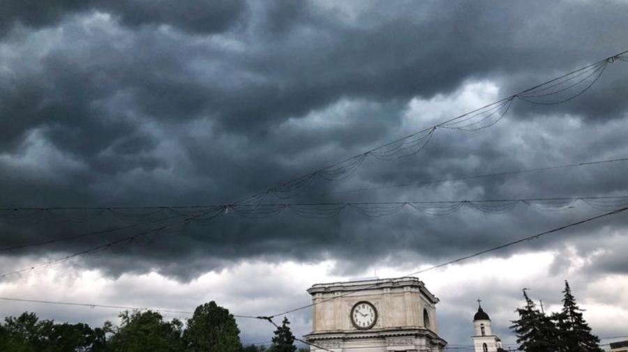 ALERTĂ METEO! După CANICULA insuportabilă, meteorologii prevăd ploi cu grindină și descărcări electrice