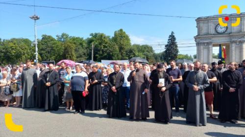 Slujitorii Domnului fac ce vor cât Mitropolia se află în vacanță? Nu știu nimic despre protestul preoților din Capitală