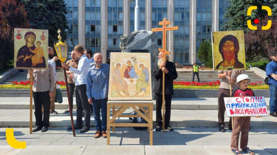 Preoți, măicuțe de la mănăstiri și enoriași au protestat la Chișinău împotriva vaccinării obligatorii care nu există
