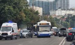 """FOTO S-au """"pupat"""" lângă circ! Un accident grav a pus pe pauză traficul rutier pe bulevardul Renașterii"""