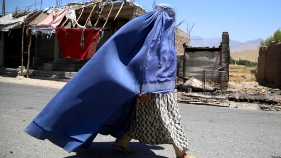 I-au bătut de trei ori la ușă, a patra oară au ucis-o. Istoria unei femei afgane dintr-un sat cucerit de talibani