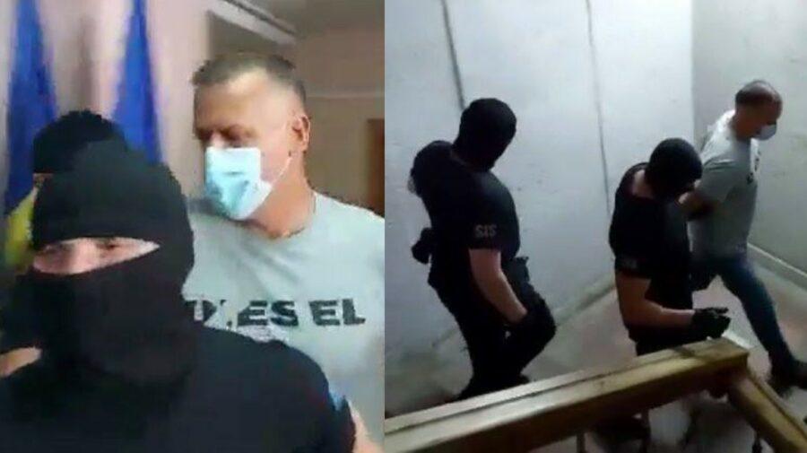 VIDEO Primele imagini cu Alexandru Pînzari scos din sala de judecată încătușat și însoțit de mascați: Nu sunt vinovat