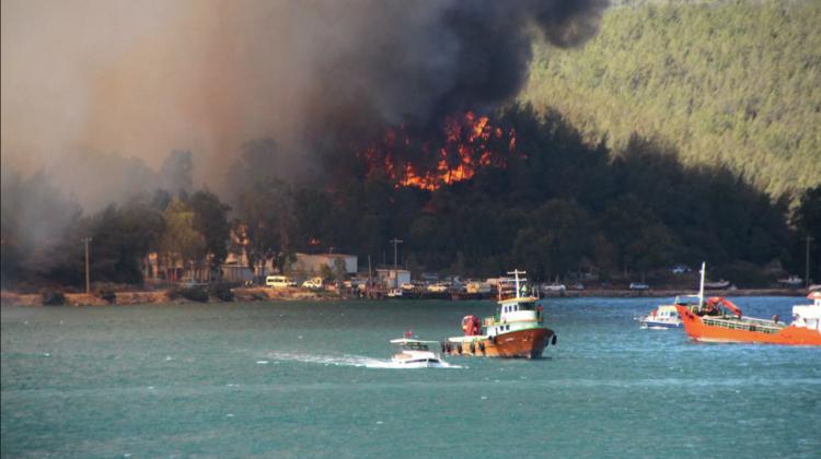 VIDEO Turiști panicați și hoteluri evacuate în Bodrum. Stațiunea turcă este amenințată de incendii de vegetație