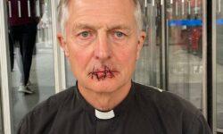 VIDEO cu impact emoțional! Și-a cusut gura la propriu! Protestul șocant al unui preot din Londra