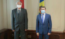 Ușile nu se mai închid la Parlament. Ambasadorul Ungariei s-a întâlnit cu Grosu. L-a invitat la Forumul de la Budapesta