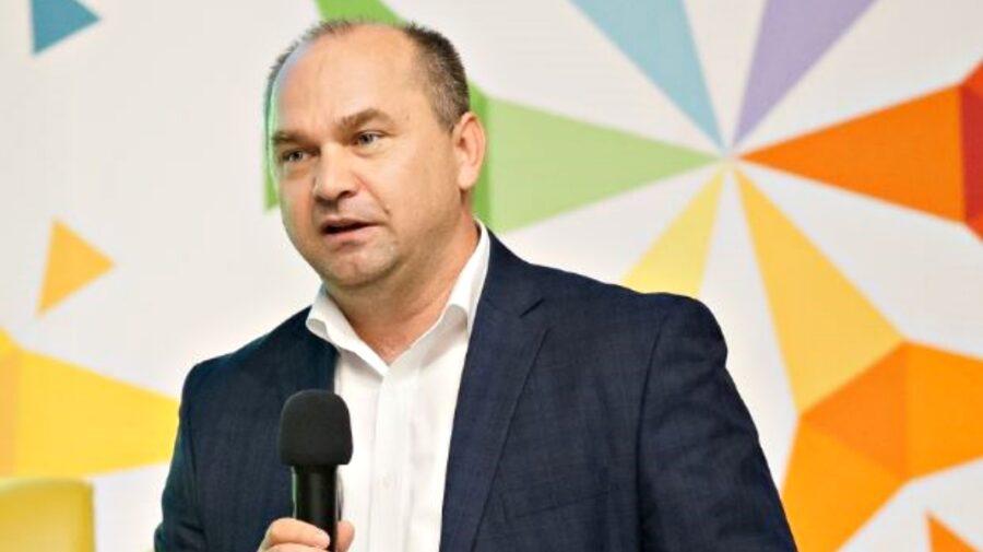 Moldova nu a avut așa om în Guvern! Își propune digitalizarea. Va fi revoluționar, dacă ne scapă de acte pe hârtie