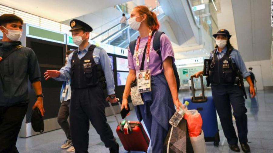 VIDEO Avionul Tokyo-Istanbul, cu care trebuia să fie deportată Timanovskaia, a decolat. Sportiva solicită ajutor