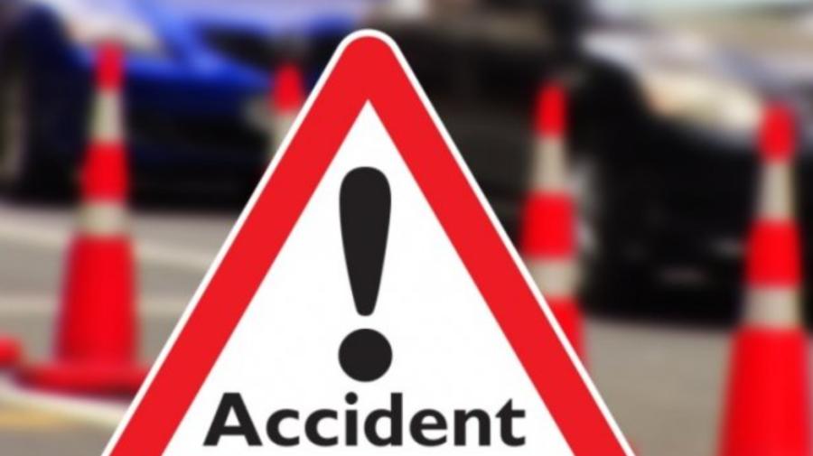 FOTO Accident pe bulevardul Decebal. Un biciclist lovit de o mașină