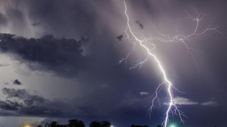 Alertă meteo în Moldova! Meteorologii anunță COD GALBEN de ploi puternice însoțite de descărcări electrice