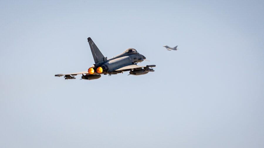 FOTO Marea Britanie a interceptat un avion militar al Rusiei care se îndrepta spre spațiul aerian al României
