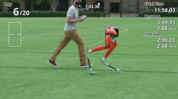 Premieră și record istoric pentru un robot biped: A alergat 5 kilometri în aer liber