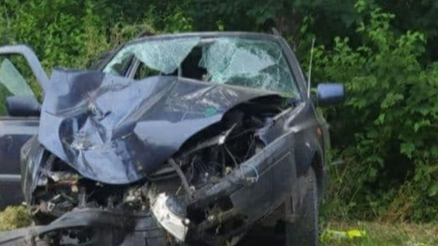Accident violent la Edineț. Șoferul era în stare AVANSATĂ de ebrietate, iar patru persoane au ajuns la spital