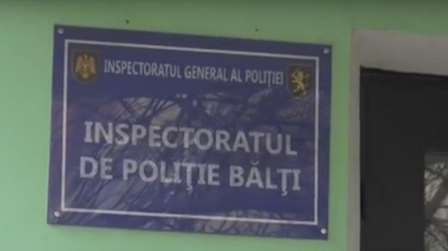 VIDEO Banii atrag hoții! Poliția caută doi indivizi care au furat un portmoneu plin cu bani dintr-un magazin