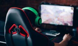 Caz unic în lume: Un adolescent a fost internat în spital, după ce a devenit dependent de un joc video