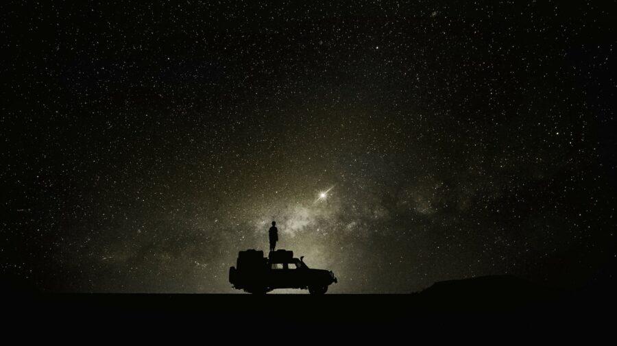 Utilizezi modul de noapte ca o modalitate de a crește durata de viață a bateriei smartphone-ului? Este inutil!
