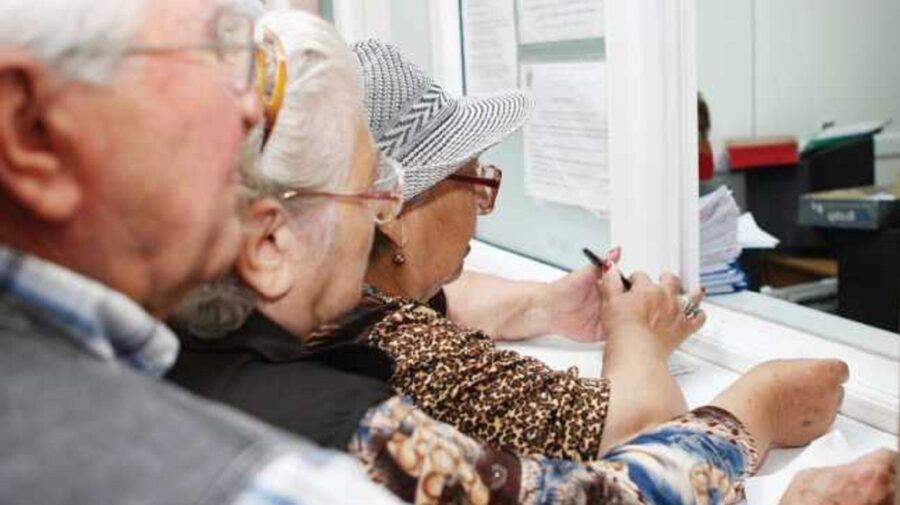 Numărul pensionarilor din Moldova crește, în timp ce cel al angajaților scade drastic