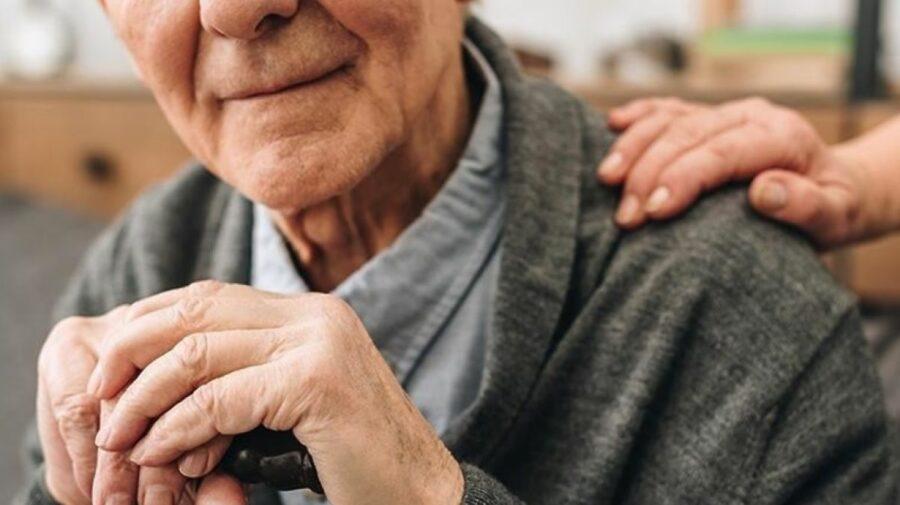 """Micșorarea vârstei de pensionare nu are sens. Ministrul Muncii: """"Persoanele care ies mai devreme au o pensie mai mică"""""""
