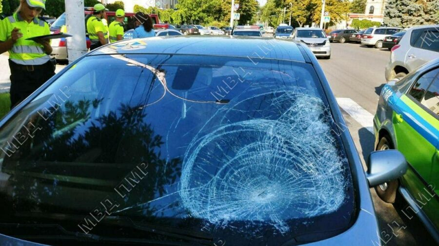 FOTO Accident la Tiraspol. Mama și fiicele au fost transportate la spital