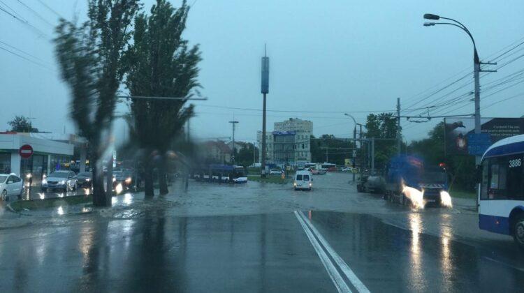VIDEO A venit potopul peste Moldova! Se înregistrează ploi abundente în toată țara