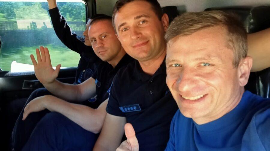 """FOTO, VIDEO """"Oamenii ne salută pe drum!"""" Pompierii moldoveni, azi-dimineața, erau aproape de granița cu Grecia"""