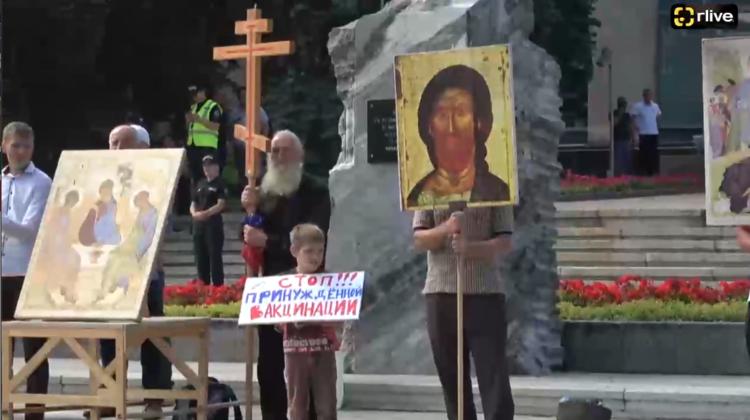 R LIVE! Manifestație spontană în Chișinău! Un grup de creștini protestează împotriva impunerii vaccinării COVID-19