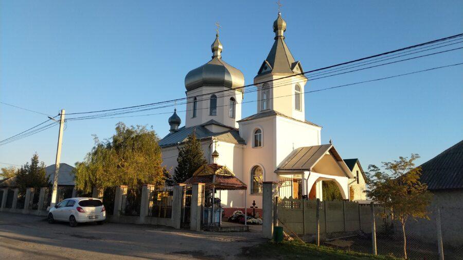 """(VIDEO) """"Dumnezeu le-a auzit ruga"""". Lacătul de la biserica din Răzeni a fost scos, după o aproape 2 luni"""