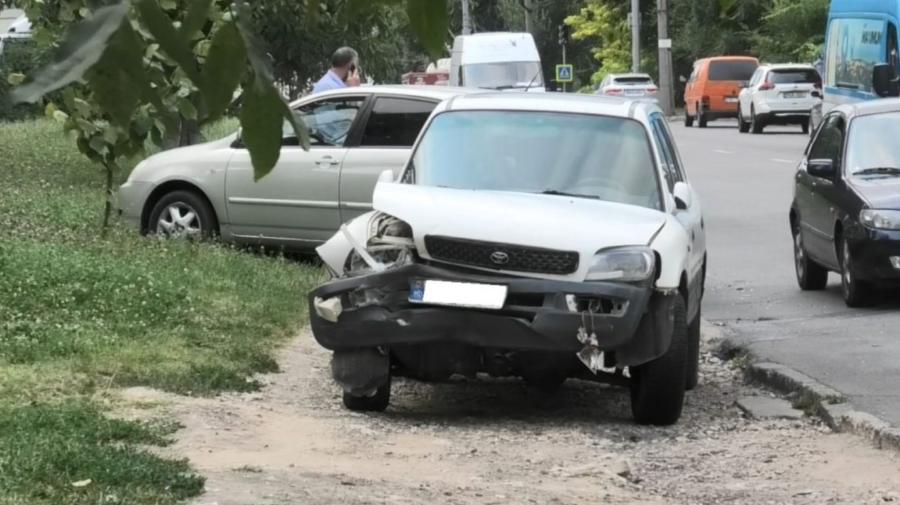 FOTO Două unități de transport, implicate într-un accident în sectorul Telecentru. S-au creat ambuteiaje