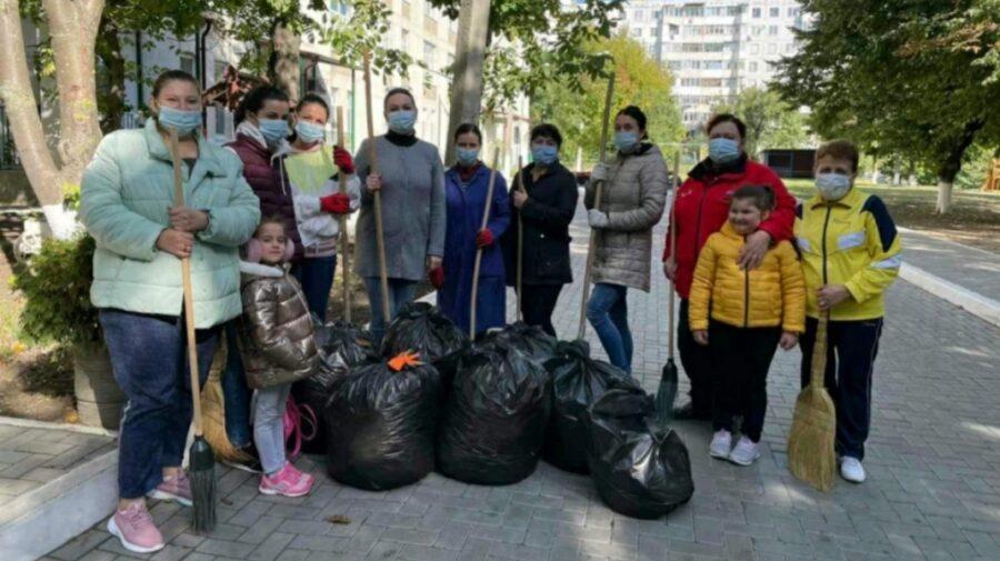 """Marea curățenie la Chișinău, în imagini. Ceban: """"Ne-am convins că suntem o echipă"""""""