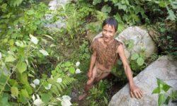 """""""Tarzan"""" din Vietnam, care a trăit zeci de ani în junglă, a murit după ce a revenit la civilizație"""
