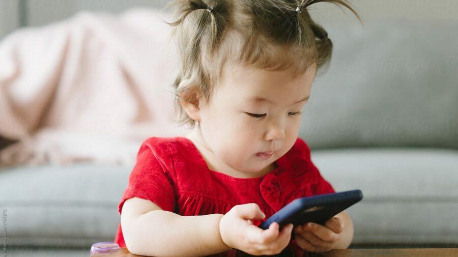 De ce tot mai mulți copii ajung la logoped? Expert: Acces îndelungat la ecrane la vârste fragede