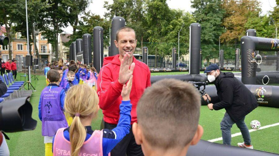 """STOP CADRU Șeful UEFA, Aleksander Ceferin, cu """"cornițe"""" la Chișinău – glumițe a unui copil"""