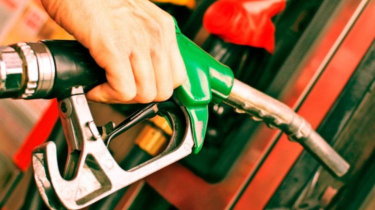 Prețurile la carburanți se apropie grăbit de un nou prag psihologic! Cât costă azi litrul?