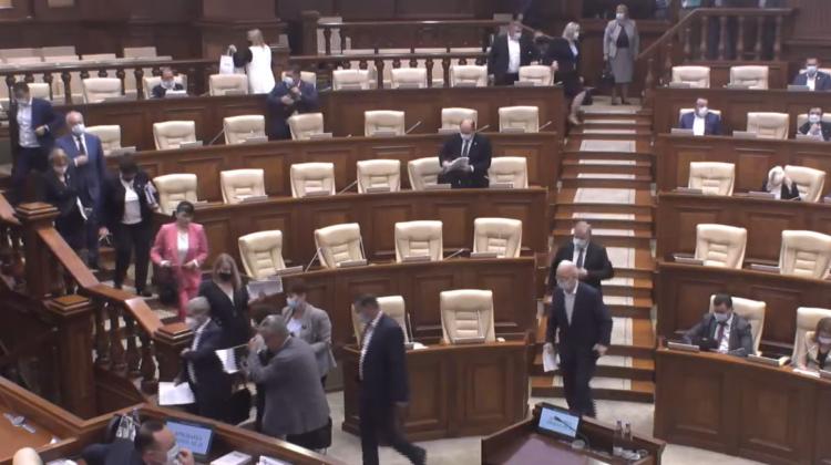 VIDEO Socialiștii și comuniștii s-au supărat de deputații PAS și au părăsit ședința Parlamentului