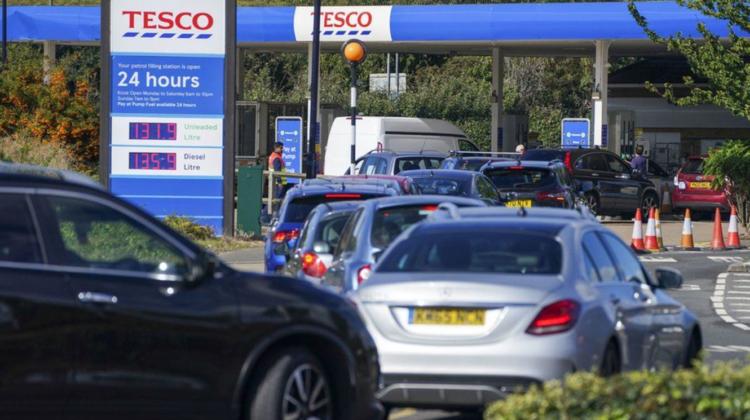 Motivul crizei petroliere din Marea Britanie, dezvăluit de un ministru de la Londra. Nu lipsa șoferilor ar fi de vină