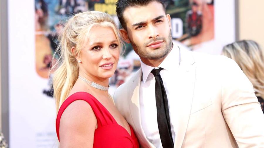 VIDEO Britney Spears anunță că s-a logodit cu iubitul ei, care este cu 12 ani mai tânăr! Mesajul publicat de cântăreață