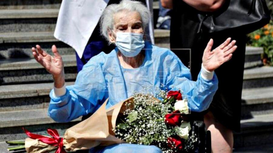 FOTO O femeie de 111 ani s-a vindecat de coronavirus. Fiul său de 80 de ani este încă în spital