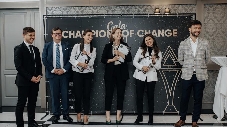 """Cunoaște-i pe cei 15 campioni ai schimbării premiați în cadrul Galei """"Champions of Change"""" 2021"""