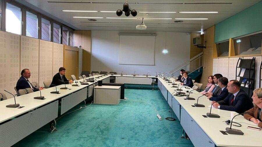 Întrevederi la APCE. Delegația Moldovei a discutat cu președintele Adunării Parlamentare a Consiliului Europei