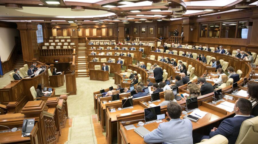 """""""Au dres busuiocul"""". Conducerea instituțiilor subordonate Parlamentului va putea fi sancționată până la revocare"""
