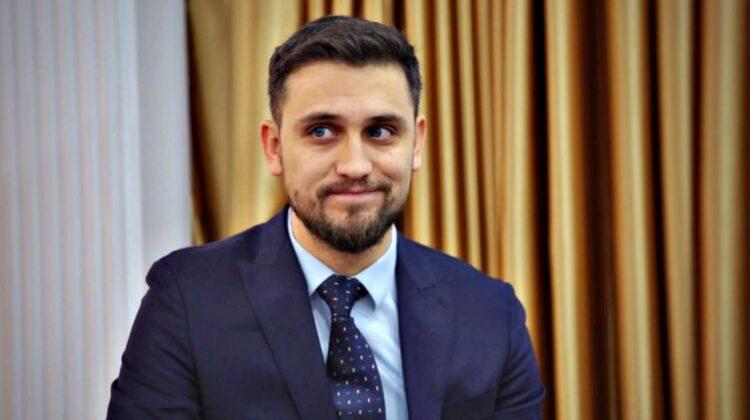"""A pus picior peste picior! Istoria emoționantă a unui avocat moldovean. """"La neavoastre, colțunu' o ieșit afară…"""""""