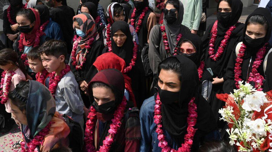 Afganistan: Echipa feminină de fotbal s-a refugiat în Pakistan