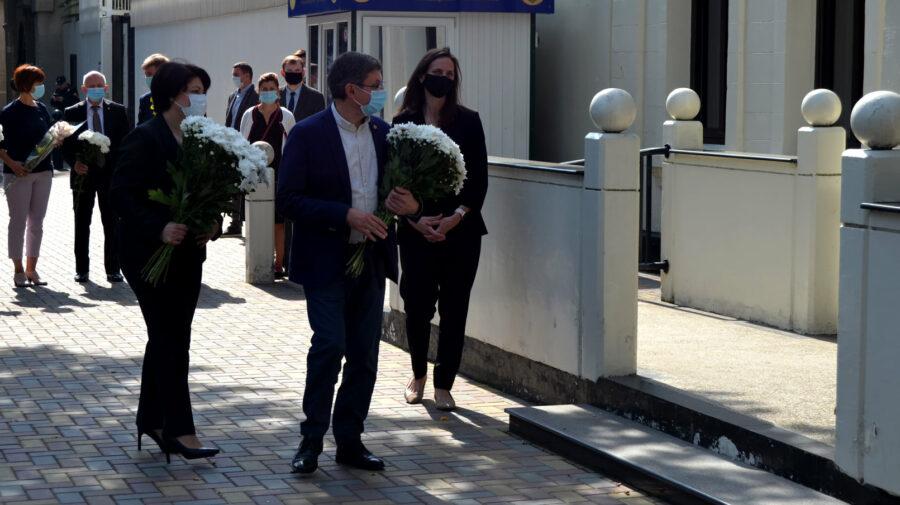FOTO Grosu și Gavrilița, la Ambasada SUA. Au comemorat victimele atacului terorist. Misiunea diplomatică le-a mulțumit