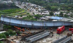 FOTO Pod în construcție prăbușit în Mumbai, într-o zonă cu clădiri de afaceri