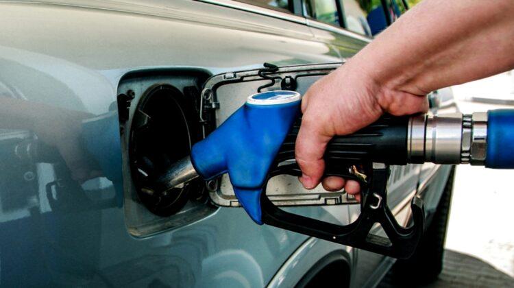 Benzina s-a ieftinit puțin, însă prețul motorinei a sărit de pragul psihologic!