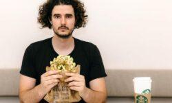 FOTO, VIDEO Un artist german a creat un sandviș în întregime din aur de 18 carate. Îl vinde cu 2,5 milioane de euro