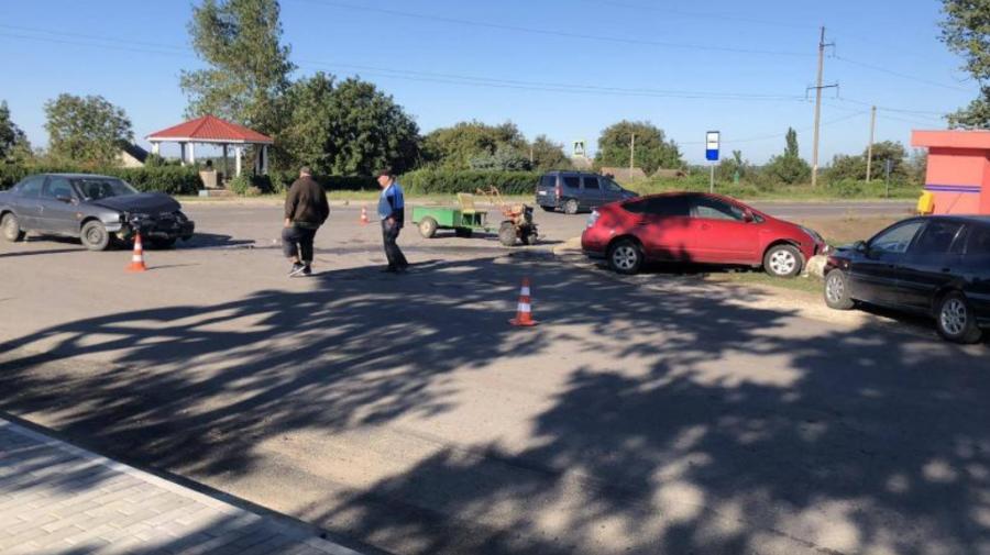 Patru unități de transport au fost implicate într-un accident la Ștefan Vodă. Un bărbat a ajuns la spital