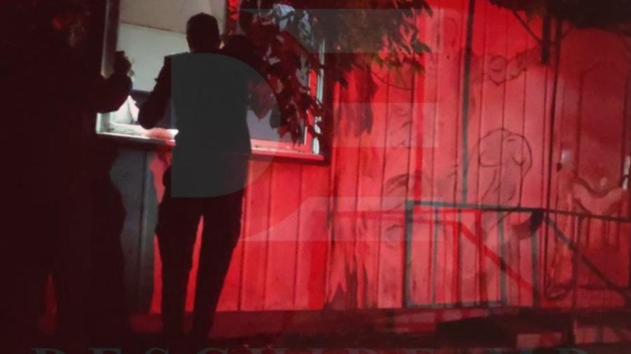 """Descoperire nocturnă ca într-un film horror! Cadavrul unui bărbat a fost găsit pe un scaun, la """"Aventura Parc"""""""