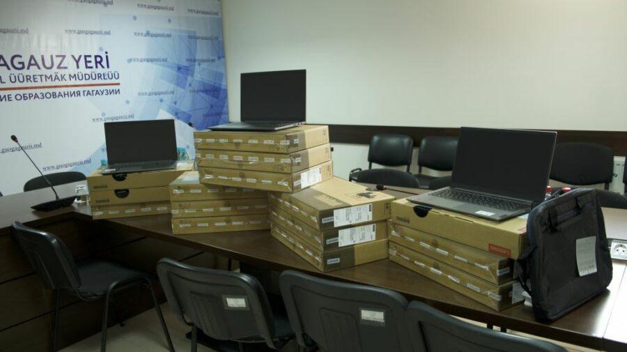 Instituțiile de învățământ din UTA Găgăuzia au fost dotate cu 75 de laptopuri. Din partea cui este donația?