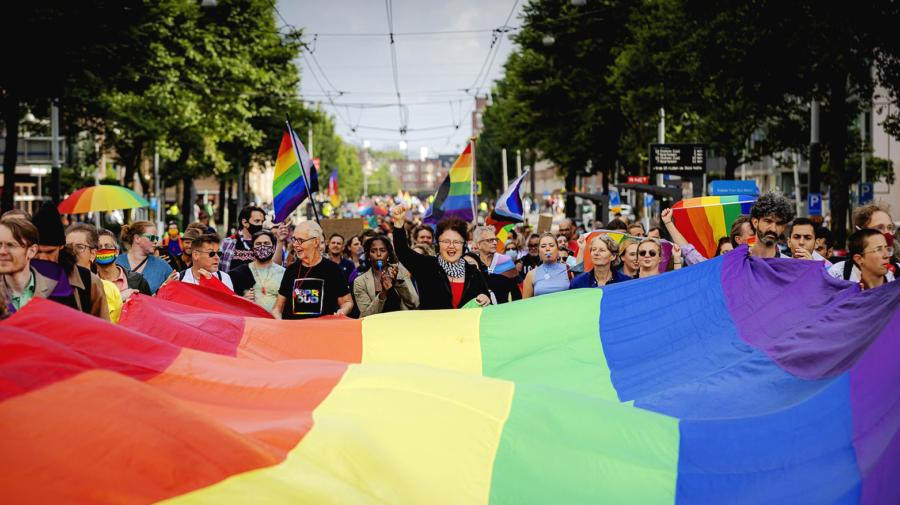 Parlamentul European cere României să recunoască căsătoriile între persoanele de același sex